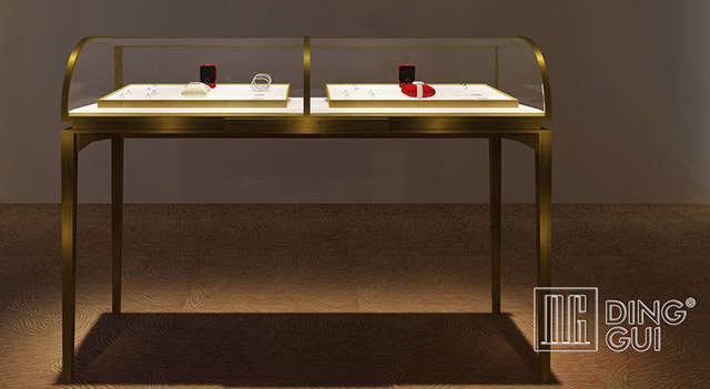 How to Use Jewelry Displays to Increase Your Sales